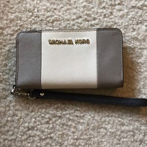 Michael Kors cell phone wallet